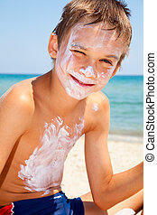 Boy with sunscreen on face - Child applied too much of...