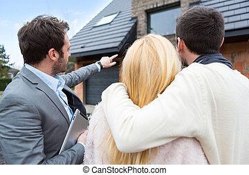 Real estate agent shows details to customers - View of a...
