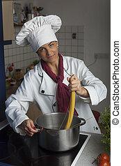 cozinheiro, fazer, espaguete, femininas