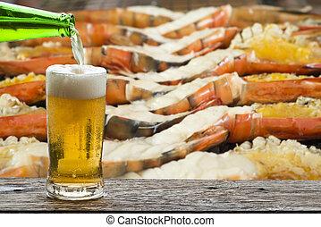 Enjoy beer with grilled shrimp.