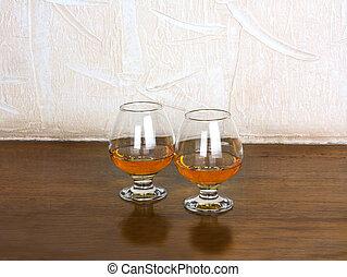 dos, copas, de, aguardiente, en, de madera, viejo,...