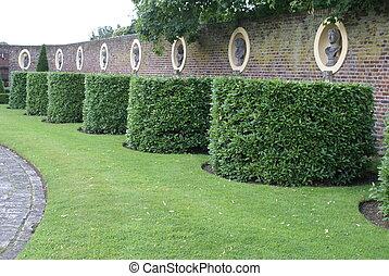 Topiary, Estatuas, nichos, tejo, y