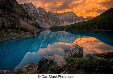 Moraine Lake at sunrise - Moraine Lake and the Ten Peaks at...