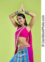 hermoso, indio, joven, morena, mujer, bailando