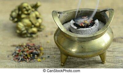 Holy smoke - chinese smoking pot with smoking incense resin
