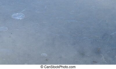 Frozen water level and air bubbles