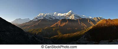 Landscape in Annapurna mountain range, Himalayas - Beautiful...
