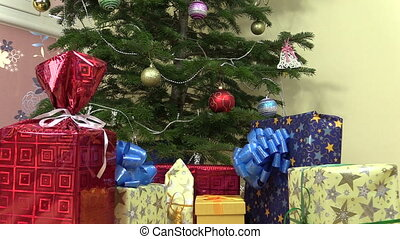 gift box christmas tree - Heap of colorful gifts presents...