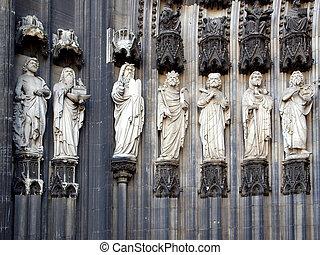 Koelner Dom - Ancient medieval statues at Koelner Dom (Koln...