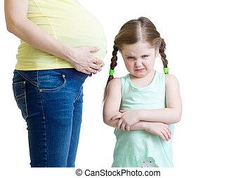 celoso, niño, y, ella, embarazada, madre,