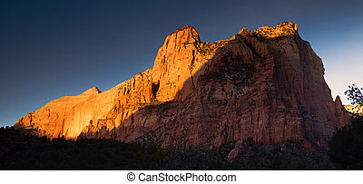 The Sentinel Watchman Trail Zion National Park Utah -...