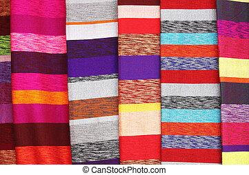 colorido, bufandas, ahorcadura, en, Un, Mercado, establo,...
