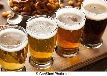 variado, cervezas, en, Un, vuelo,