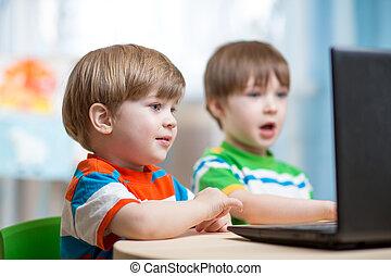 laptop, crianças, trabalhando, Feliz