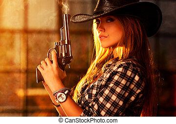 joven, mujer, con, arma de fuego,