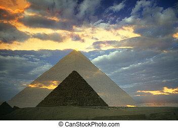 AFRICA EGYPT CAIRO GIZA PIRAMIDS