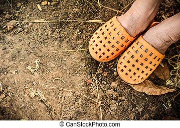 Foot wear orange Piercing the ground