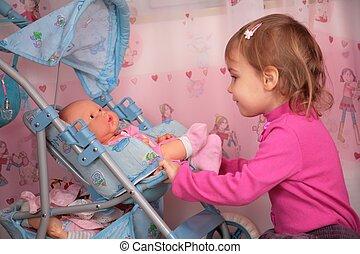 pequeno, carruagem, menina, boneca