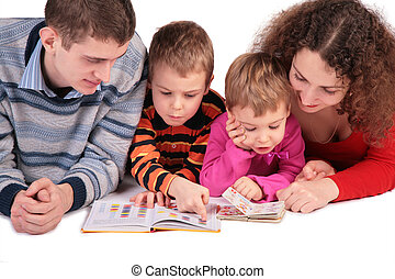 parents with children read books