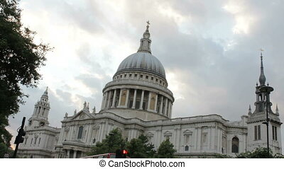 Saint Pauls Cathedral in London - St Pauls Cathedral in...