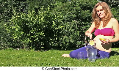 girl play balloon - Healthy pregnant woman put lemon slice...