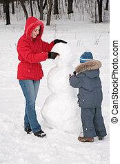 madre, bambino, fare, pupazzo di neve