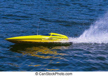 Fast electric model boat - Yellow electric model boat...