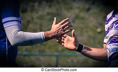 Sportsmanship - Dos equipos contrincantes se dan la mano