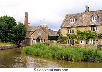 Cotswolds of England - Picturesque Cotswold village of Lower...