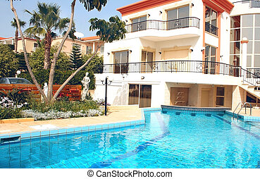 House and swimming pool - Beautiful villa and swimming pool.
