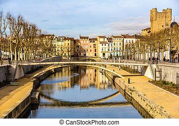 Canal de la Robine in Narbonne, Languedoc-Roussillon -...