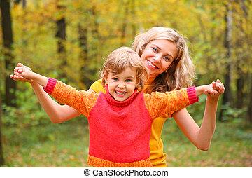 madre, bambino, autunno, foresta