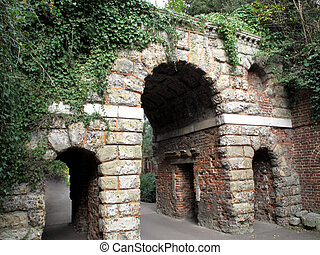 Ruined Roman Arch Folly - Roman Ruined Arch Folly at Kew...