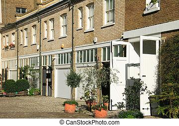 London Mews Houses - Elegant London terraced mews houses in...