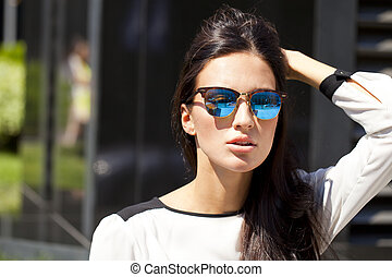 Business woman with blue mirrored sunglasses - Young...