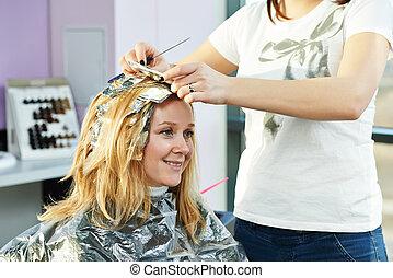 Highlight., mujer, peluquería, en, salón,