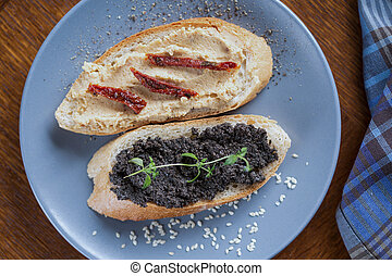 Sandwiches with hummus and tapenade - Healthy tasty...