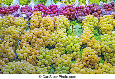 Green and red grapes for sale