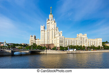 The Kotelnicheskaya skyscraper - The stalinist skyscraper on...