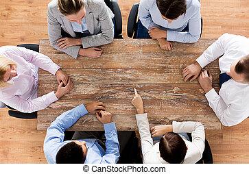 fim, cima, de, negócio, equipe, sentando, em, tabela,...