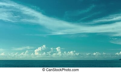 The sky over the ocean. Daytime timelapse - Video 1080p -...