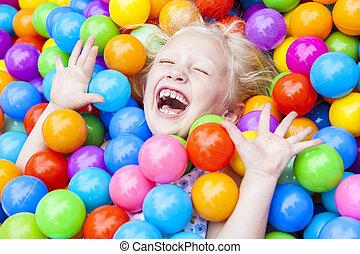 ボール, 有色人種, 遊び, ブロンド, 子供, 楽しみ, 女の子, 持つこと