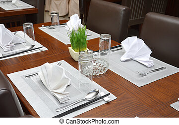 table manner at a luxury restaurant