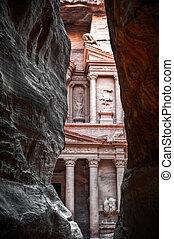 Treasury (al-khazneh), Petra, Jordan - View of the red rose...