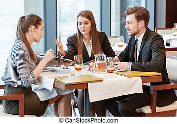 Business discussion at the lunch between colleagues -...