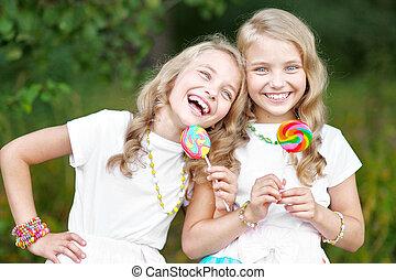 Retrato, de, dois, beautifullittle, meninas, gêmeos,