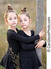 Retrato, de, dois, pequeno, meninas, gêmeos,
