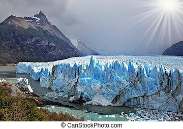 Colossal Perito Moreno glacier in Lake Argentino. Los...