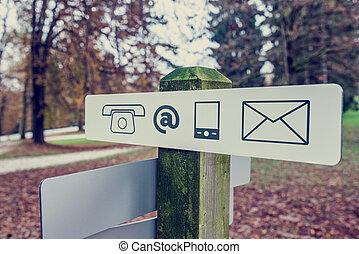 contato, signboard, em, um, Outono, parque,