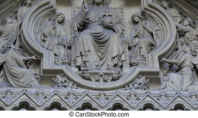 Closer look of the sculptures of the Westminster Abbey...